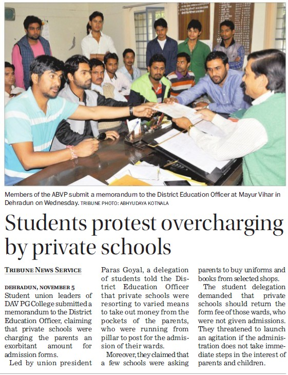 Students protest overcharging by pvt schools (DAV PG College Karanpur)