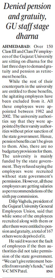 Denied Pension and gratuity, GU staff stage dharna (Gujarat University)