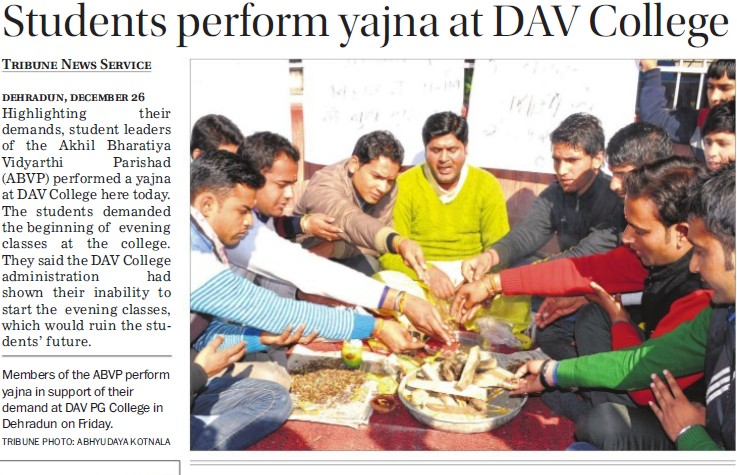 Students perform yajna at DAV College (DAV PG College Karanpur)