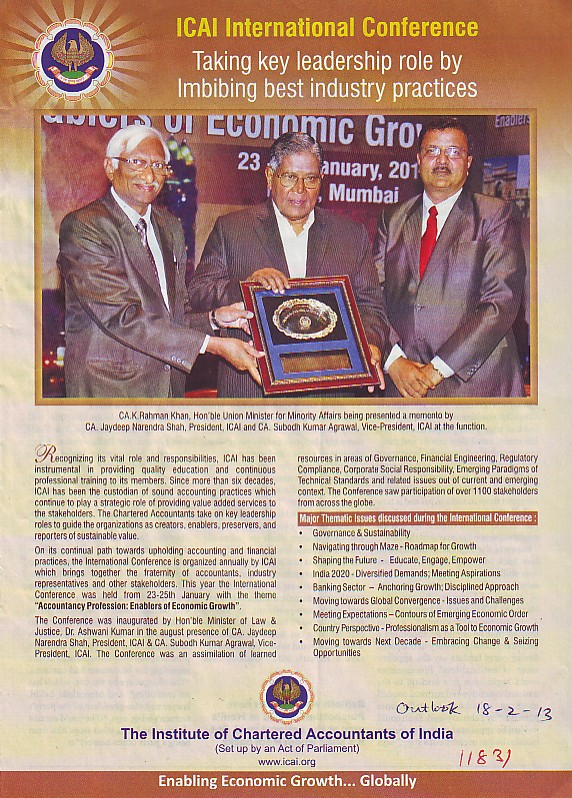 CA L Rahman Khan presented momento by CA Jaydeep Narendra Shah (Institute of Chartered Accountants of India (ICAI))