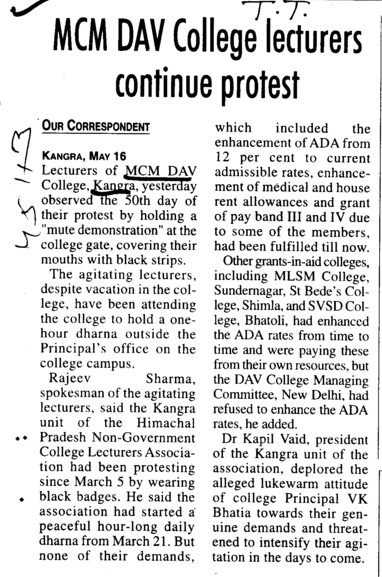 College Lecturers continue protest (MCM DAV College)