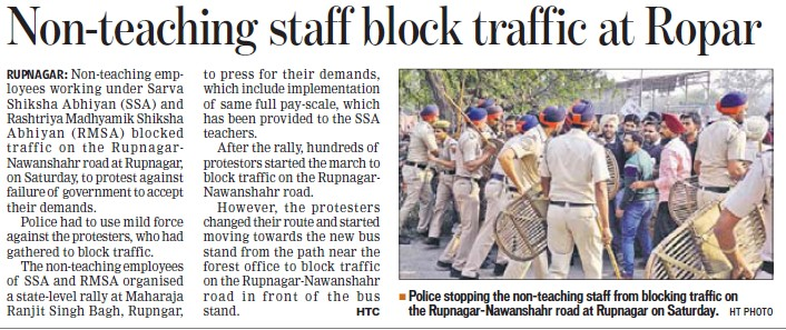 Teachers block traffic at Ropar (SSA RMSA CSS Teachers Union Punjab)